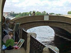 Kunstmalerinnen am Zimnjaja-Kanal