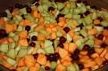 Une agréable soirée chez Chou et Mario. Fruits frais:cantaloupe, melon miel et raisins. Appétissants!