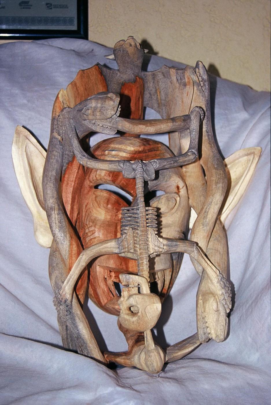 Maska drewniana