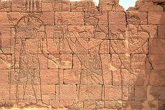 Relief na ścianie świątyni