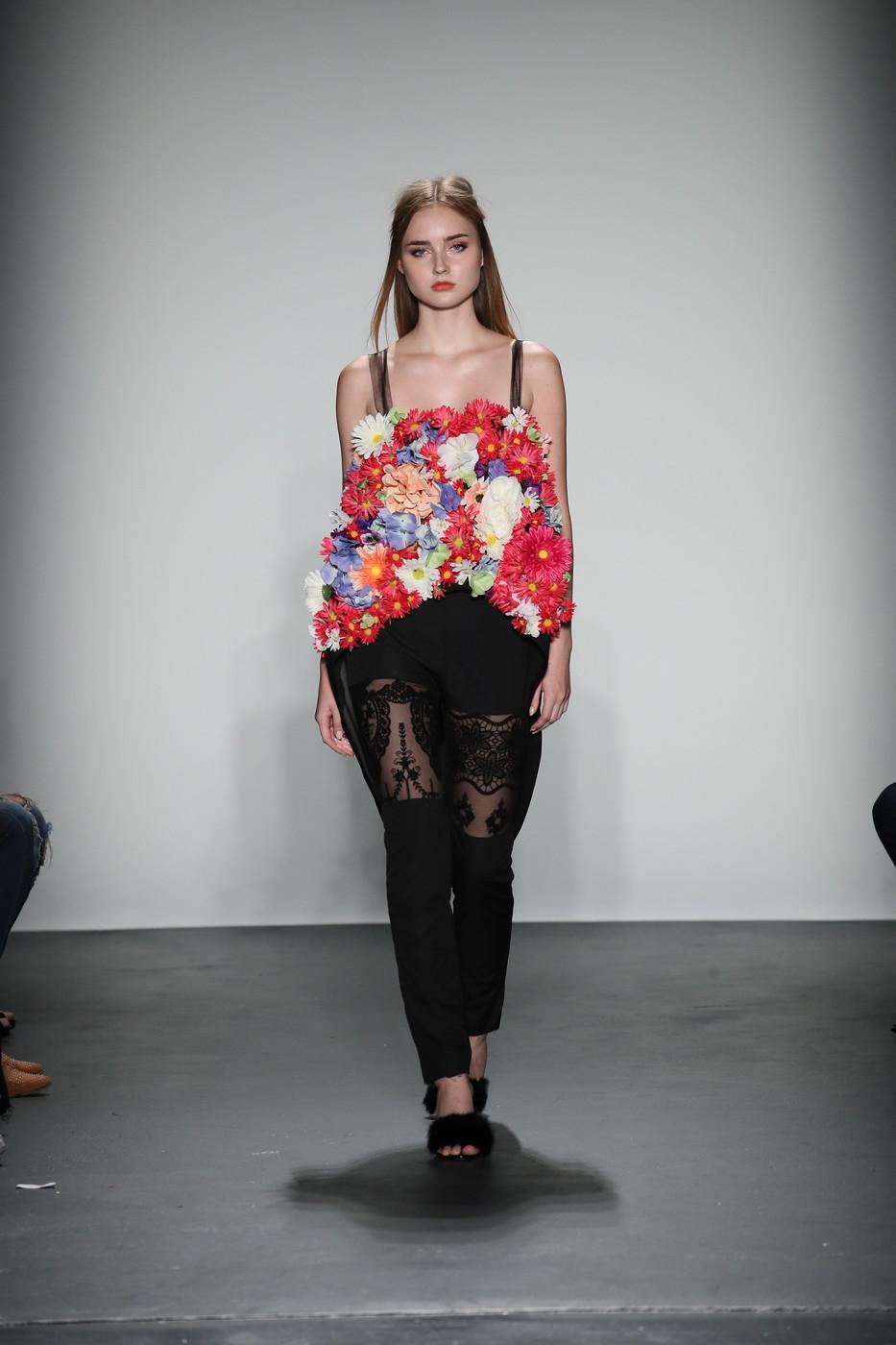 Fashion Designer Donatella Versace s Daughter Battling Anorexia Fashion designer daughter anorexia