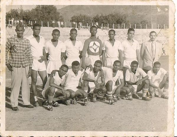 Resultado de imagem para FOOTBALL Etoile HAITI