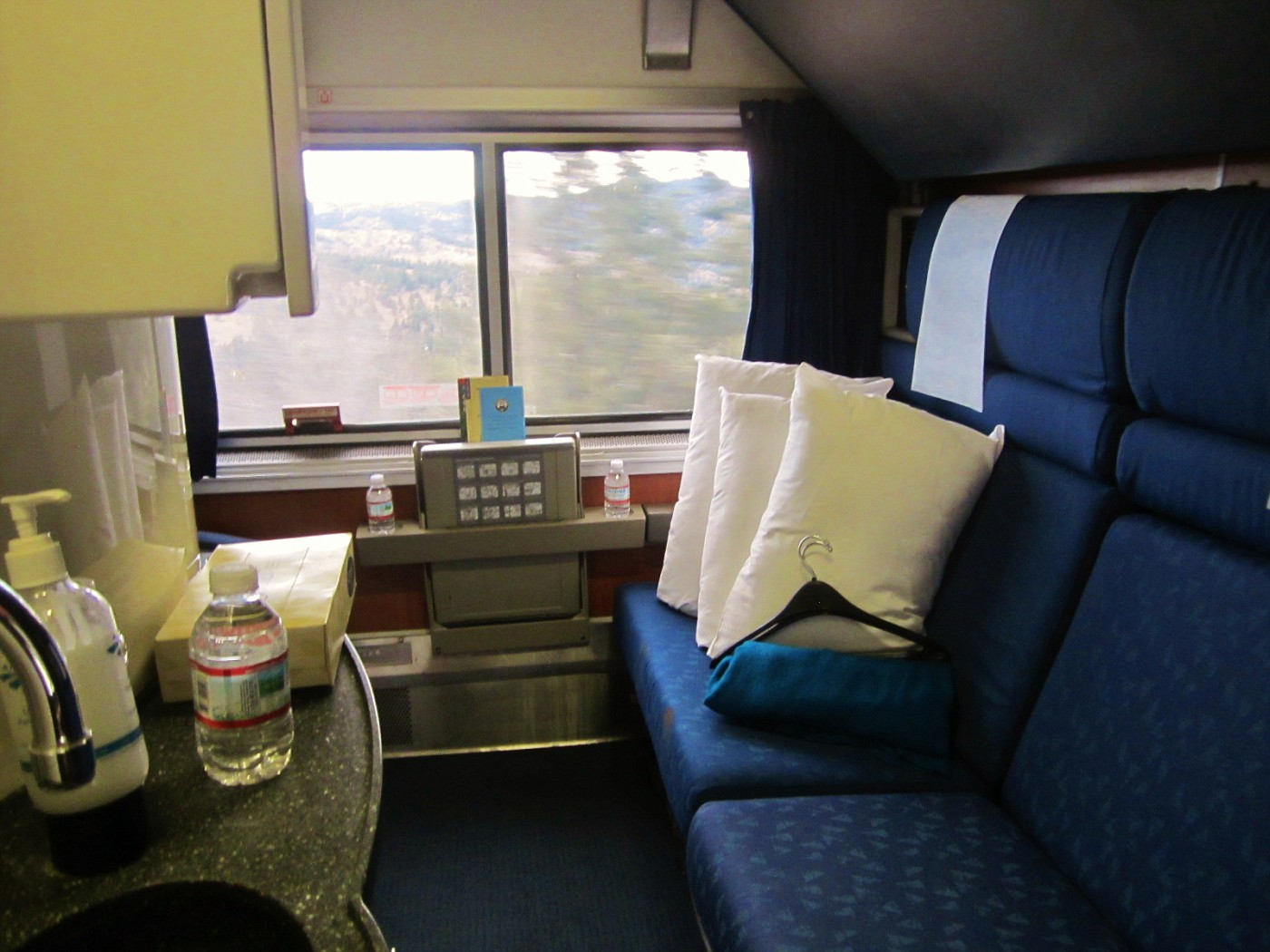 amtrak superliner bedroom all aboard a photographic rail adventure through the 10077