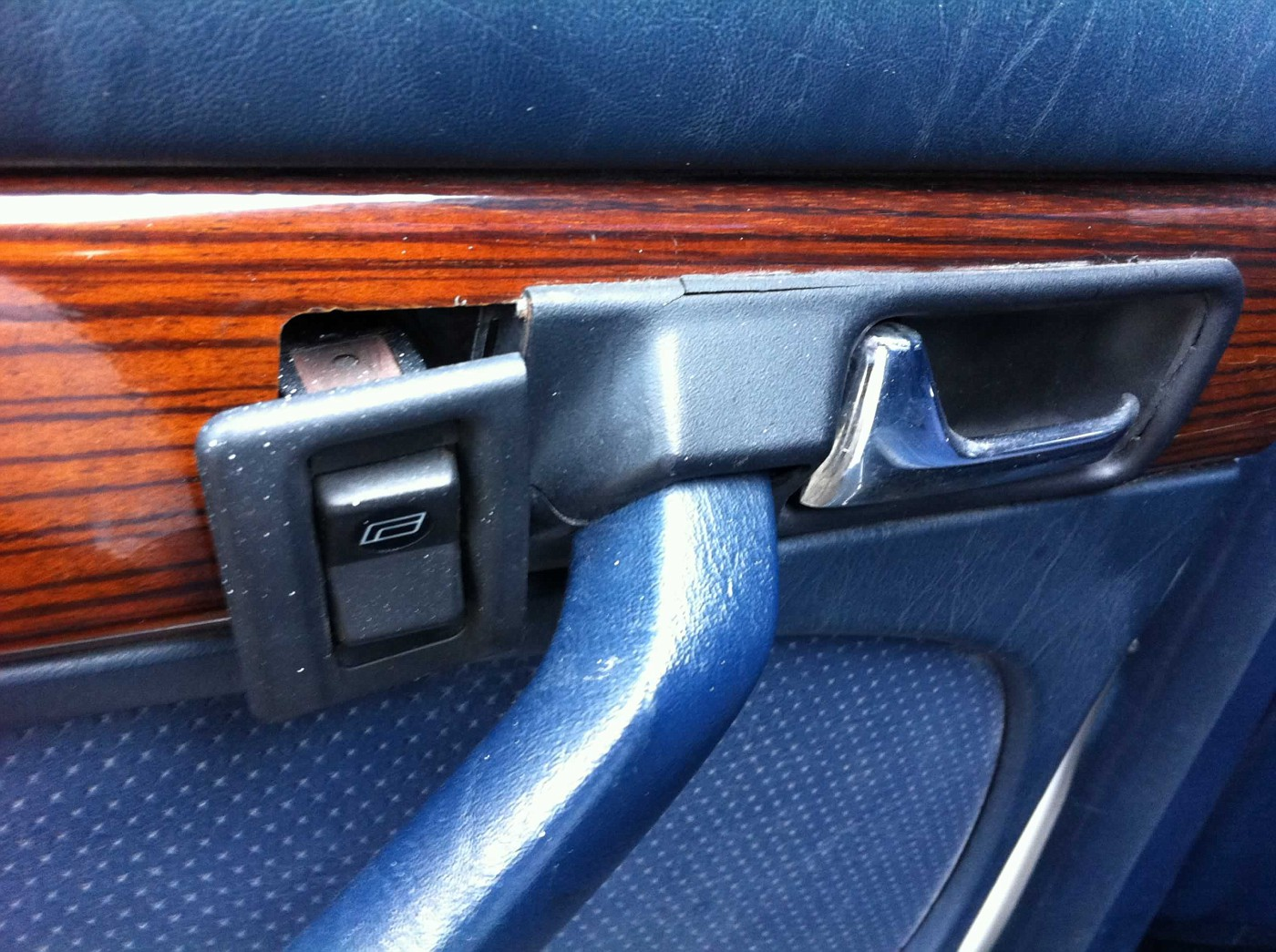 (COMPRO): Batentes da porta e dos amortecedores traseiros - W126 280S 1980 W126280S1980emFEV2013017-vi