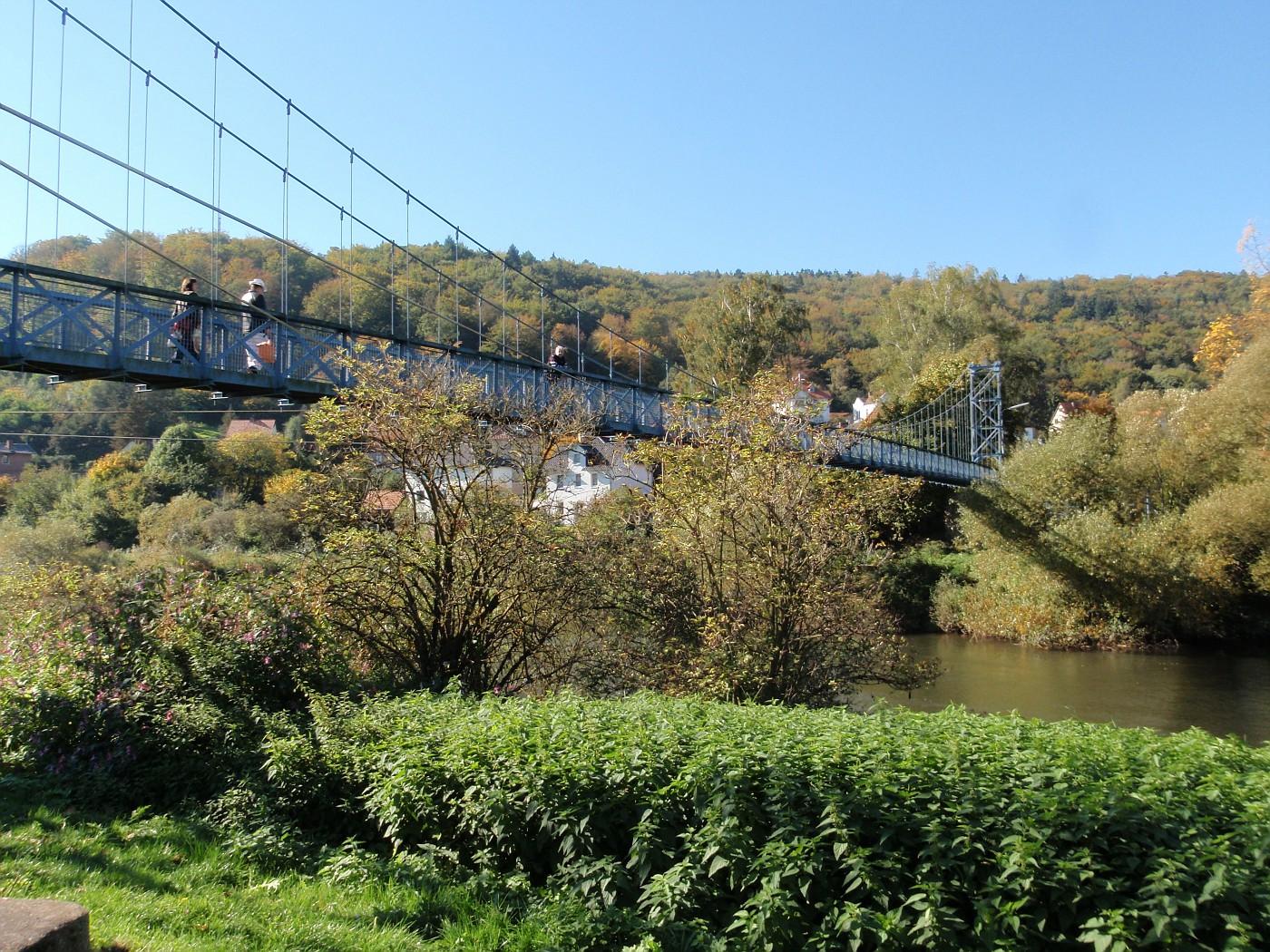 Fussgänger-Hängebrücke