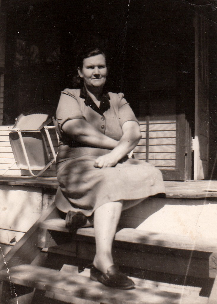 """Edna Marie (ANDERSON) Foust (1904-1970), wife of Parlon D. """"Frosty"""" Foust (1903-1947), who was killed in the coal mine accident at Dean, Scott County, TN."""
