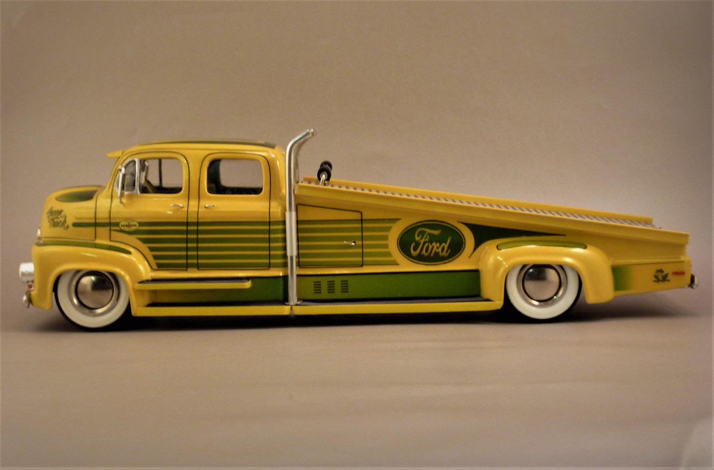 """Ford Louisville racing car hauler """" tribute to Caroll Shelby """" Terminé  - Page 3 Photo-vi"""