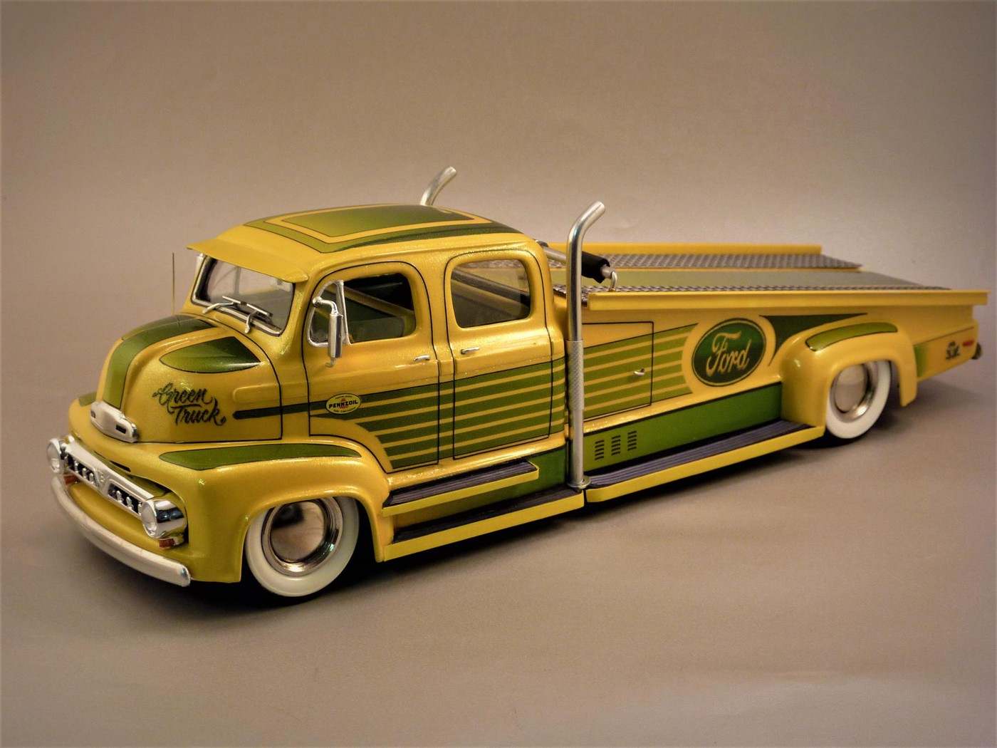 """Ford Louisville racing car hauler """" tribute to Caroll Shelby """" Terminé  - Page 3 Photo2-vi"""