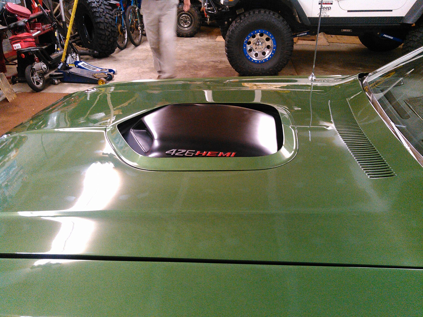 What I got to drool over yesterday at work.... 1971ChallengerRTHEMI002-vi
