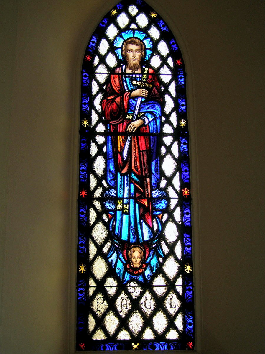 WALLINGFORD - MOST HOLY TRINITY CHURCH - STAINED GLASS - 09