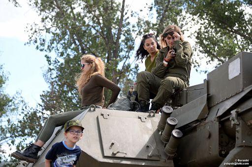 Trzy Gracje na czołgu