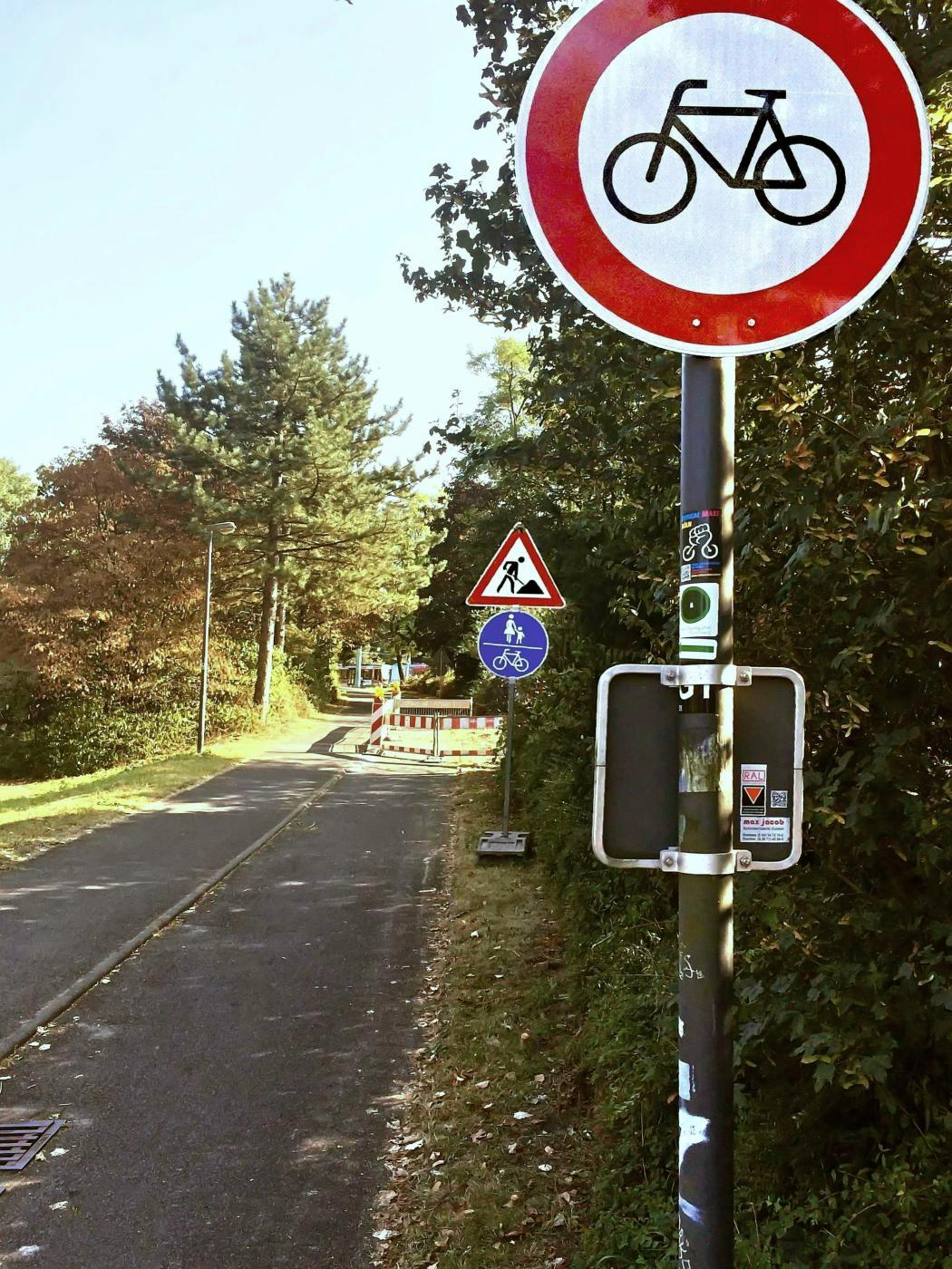 Radweg mit Radfahrverbot