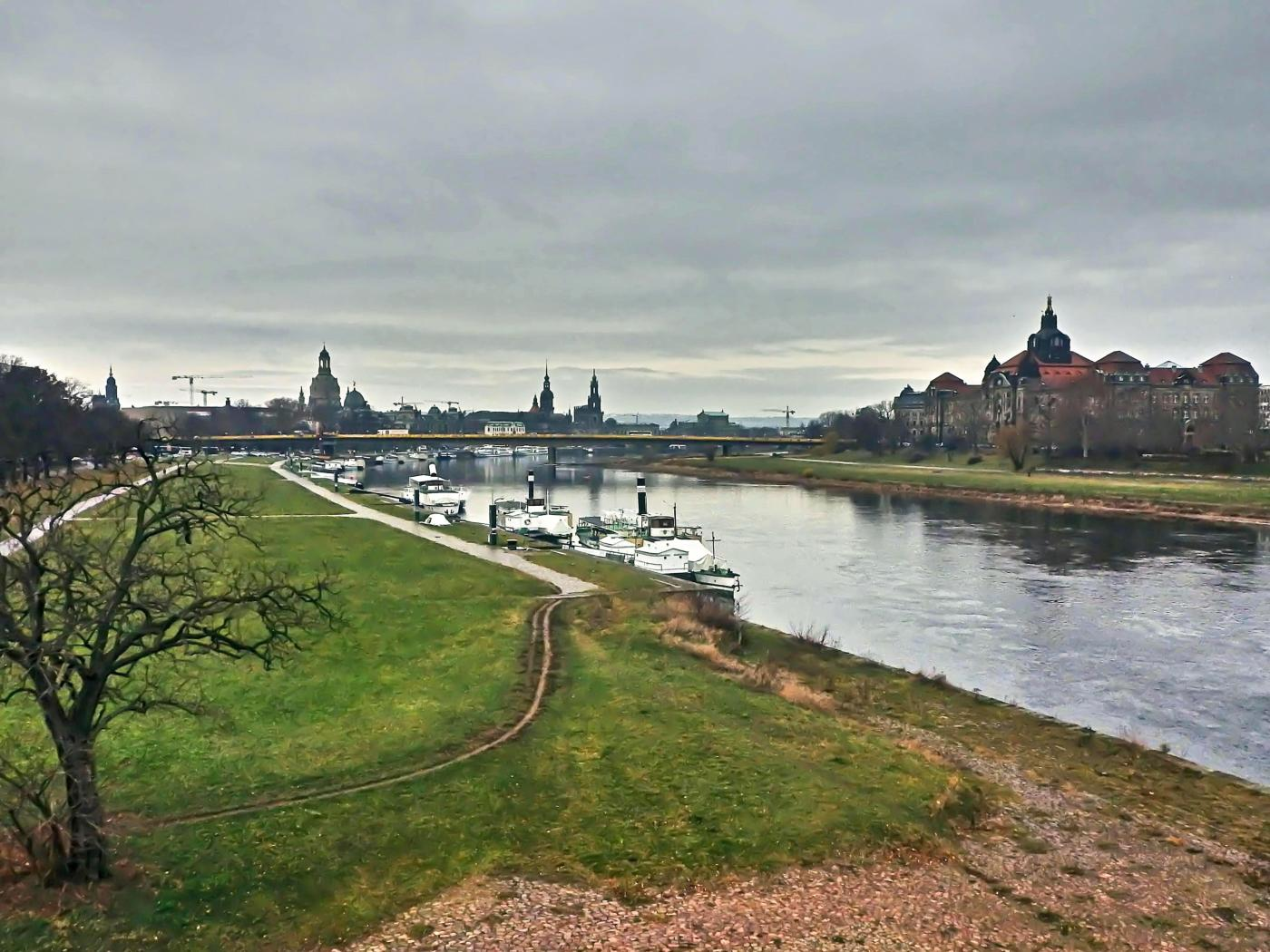 Elbe mit Blick Richtung Dresdner Altstadt