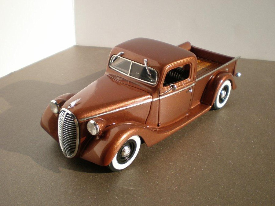 Ford 1938 pick-up, channeled, top chopper, sectioned, dropper, leased  Fordpickup193997-vi