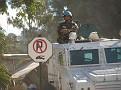 Un soldat des Nations-Unies montant la garde