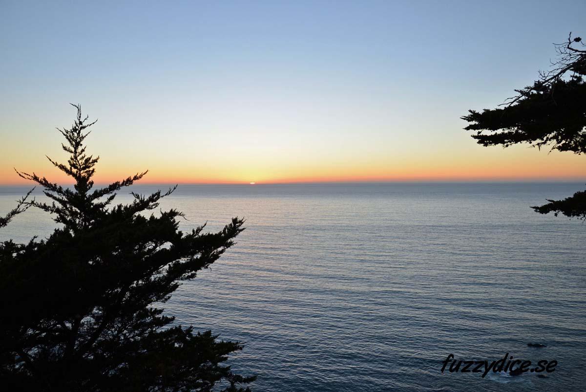 Solnedgång i Stilla Havet, Highway 1, California.