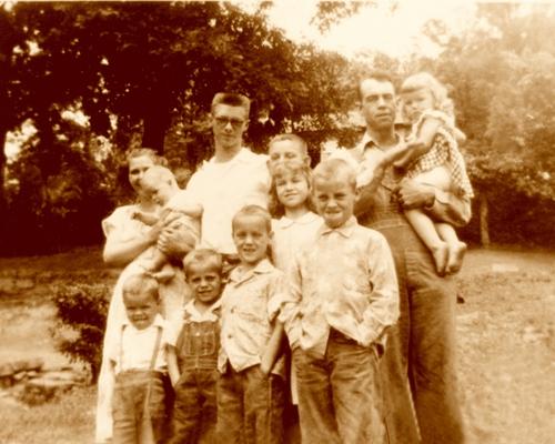 8 - Leonis Sexton, Elizabeth Lucille (THOMAS) Sexton, and family