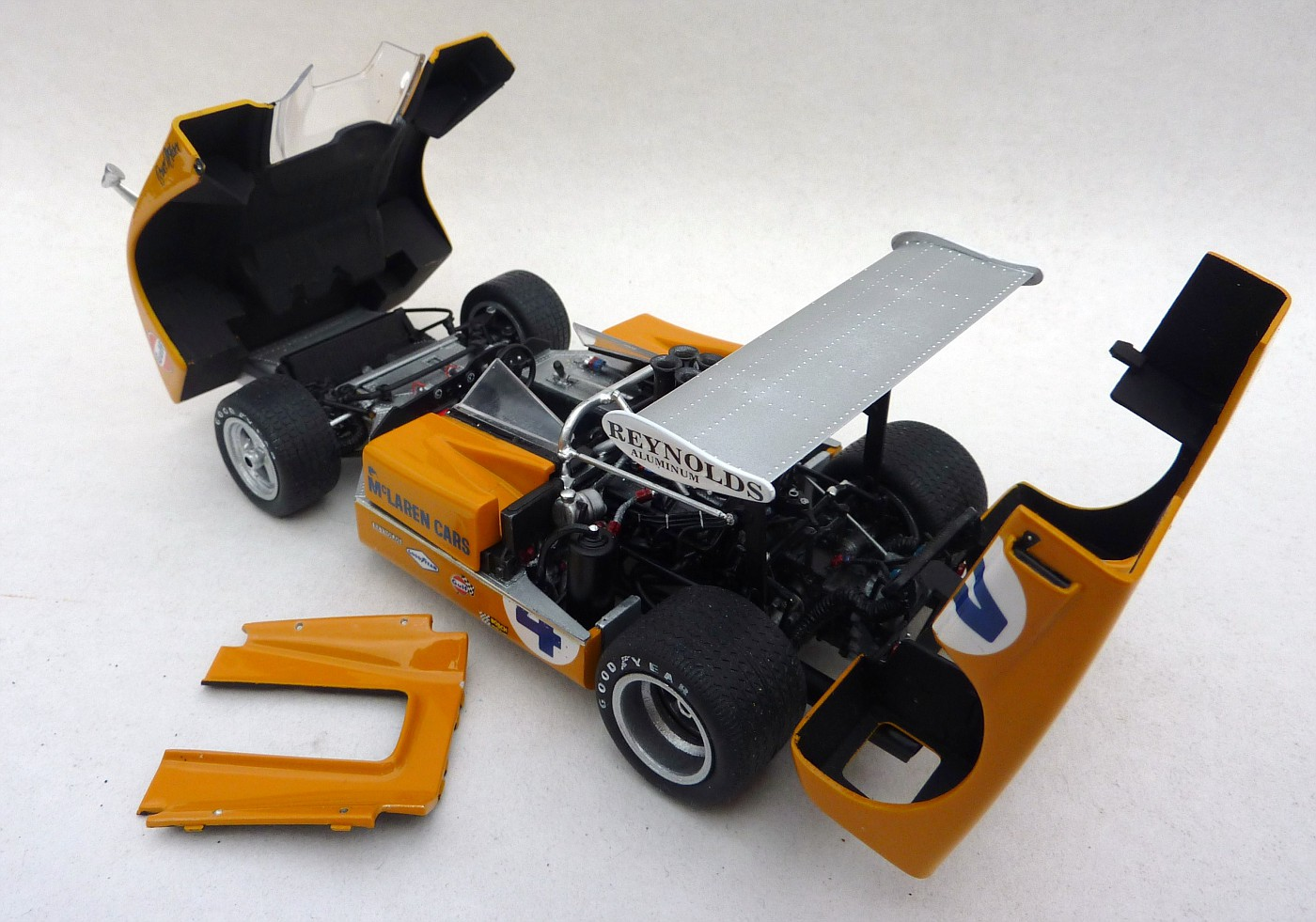 Mc Laren M8 B Can Am 71  McLarenM8baccurateminiature013-vi