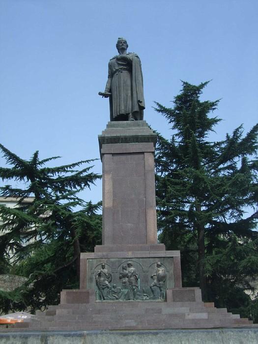 памятник илий чавчавадзе: